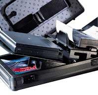 Unter dem Notebook und Drucker befindet sich zusätzlicher Stauraum